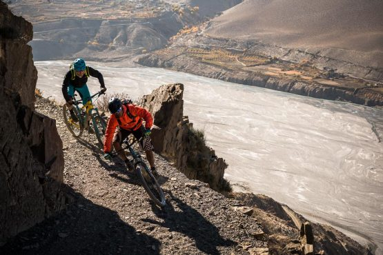 Mountain bike tour Nepal - exposed cornering