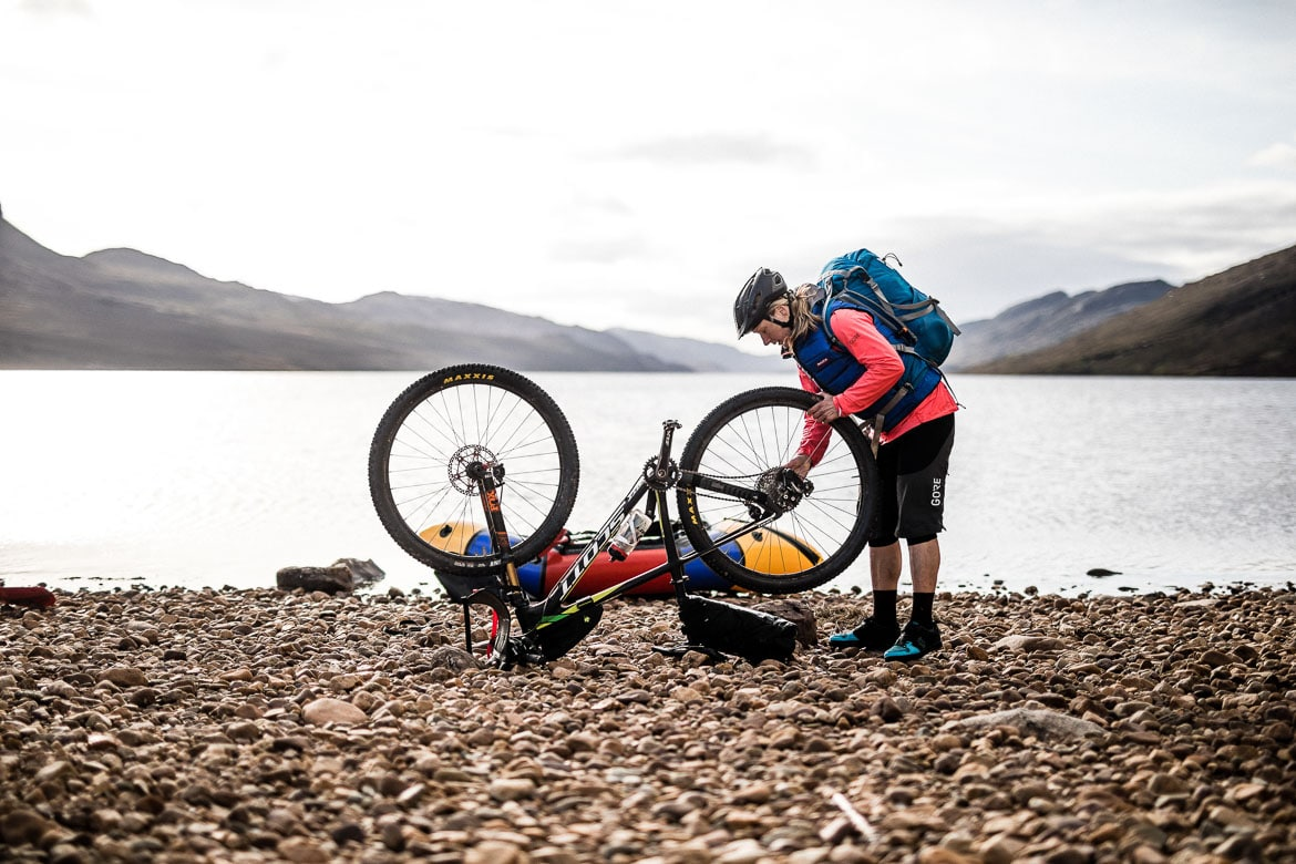 Dismantling bikes for bikerafting across the loch
