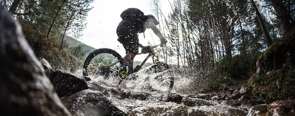 River Crossing with your mountain bike and the MTB Minute