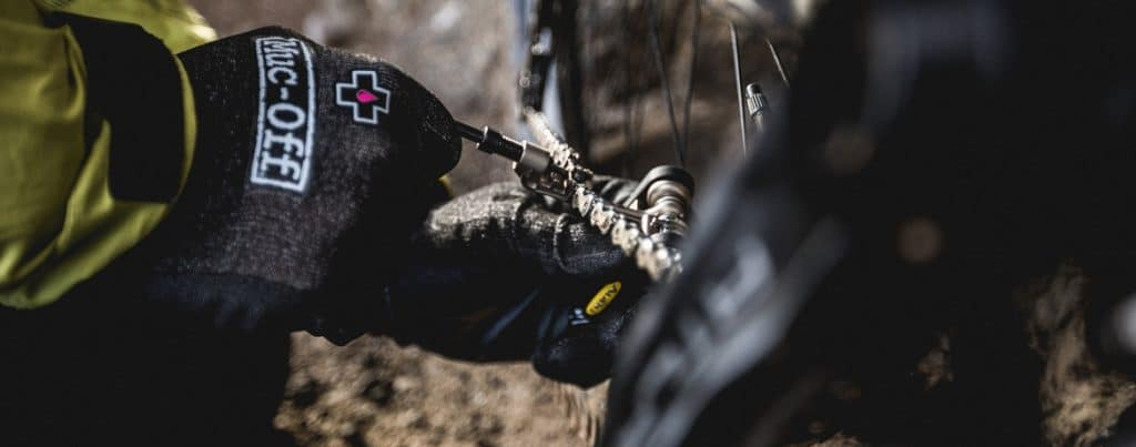 How to fix a broken chain as part of our best mountain bike trailside fixes