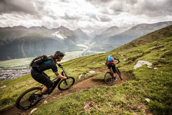 A flowing descent on a E-MTB Tour In Switzerland