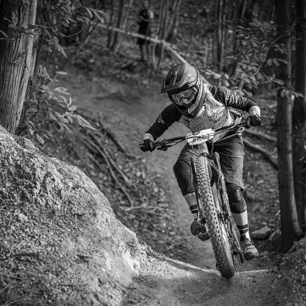 Mountain bike guide Finale Louise Paulin